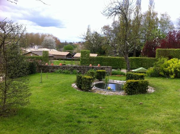 Quand une artiste s invite au jardin 2013 xaintray poitou charentes sorties v nements - Quand mettre du fumier dans son jardin ...